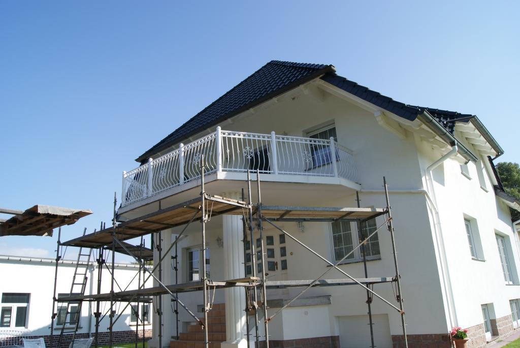 zaun z une aus polen gel nder metalltreppen balkone tore fenstergitter. Black Bedroom Furniture Sets. Home Design Ideas