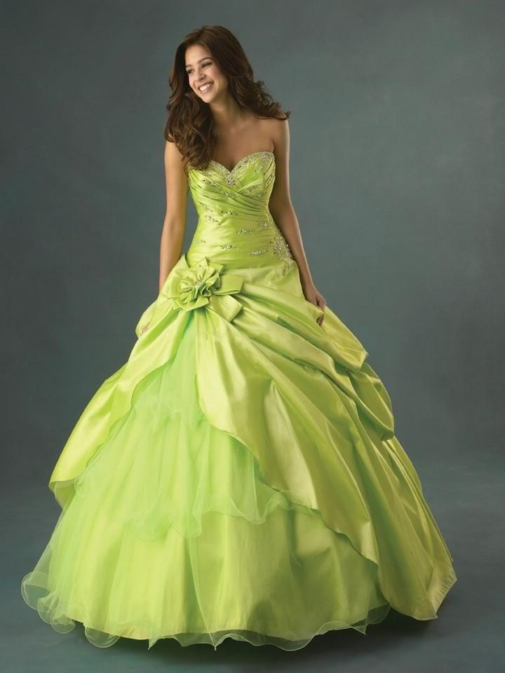 Brautkleider / Ballkleider von Modekarusell versch Farben und Größen ...