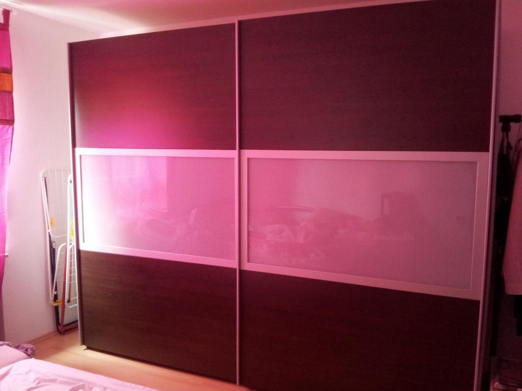 Schlafzimmer: Kleiderschrank, Bettgestell und 2 Kommoden ...