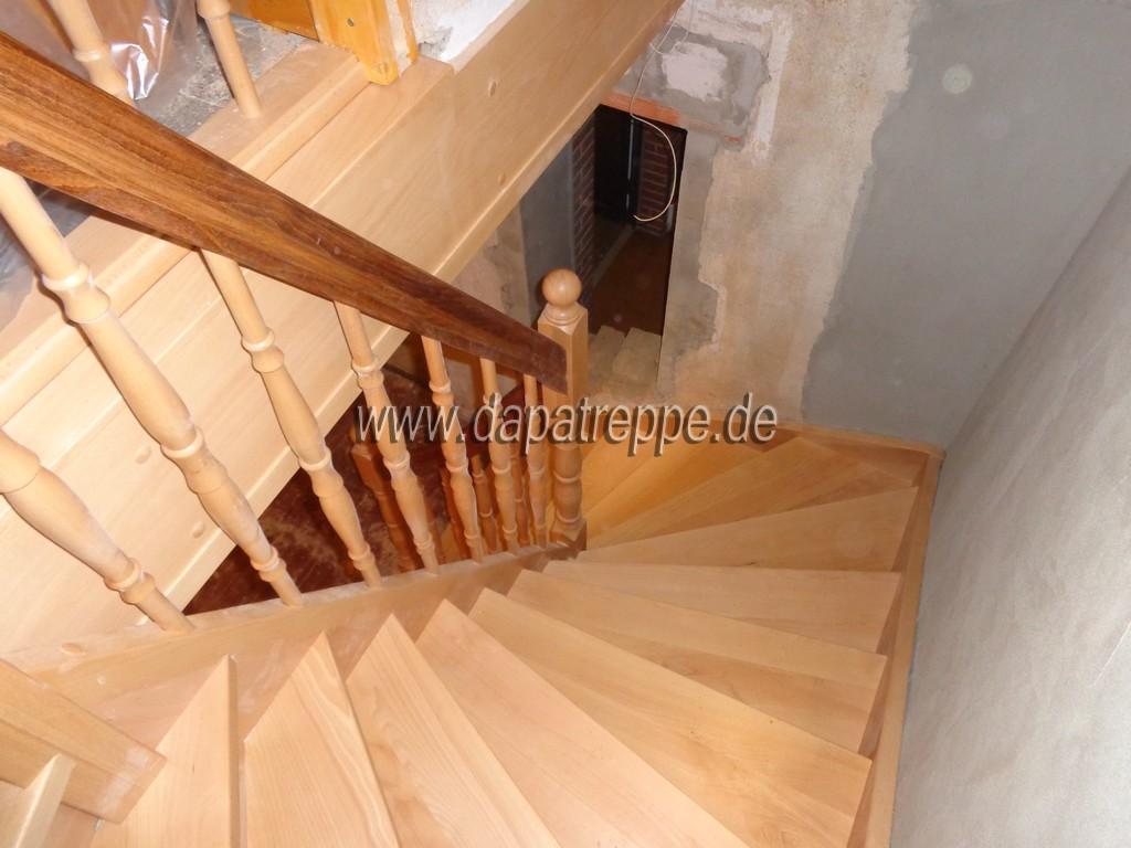 holztreppen aus polen treppe aus holz verkleidung von betontreppen treppengel nder. Black Bedroom Furniture Sets. Home Design Ideas